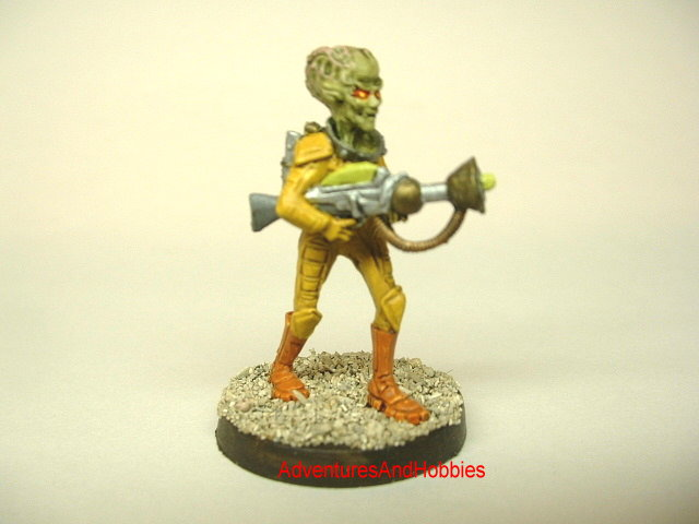 Martian invader warrior with raygun 25 mm science fiction miniature.