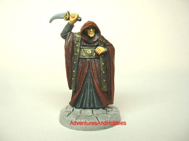 Evil cultist leader with sacrificial dagger for Call of Cthulhu Horror 25 mm painted