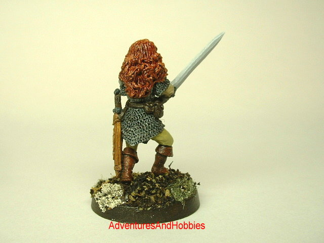 Human female warrior with two-handed sword 25 mm painted fantasy miniature